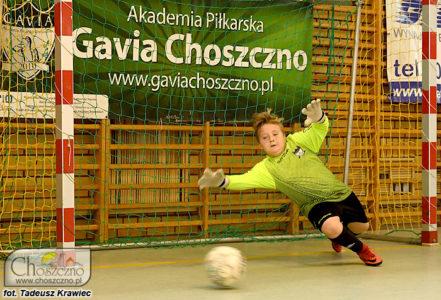 bramkarz Gavii podczas obrony strzału na bramkę podczas turnieju piłkarskiego z cyklu Gavia Cup